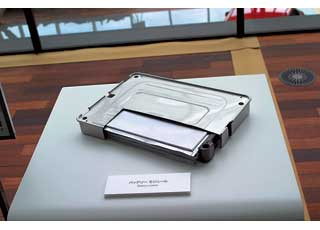 Благодаря своей компактности литий-ионные батареи мало влияют на вместительность гибридов и электромобилей.