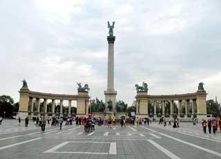 В Будапеште мы заказали две обзорные экскурсии (10евро/чел.) продолжительностью 4-5часов. Такое ознакомление с городом в дальнейшем помогло ориентироваться нам самостоятельно.