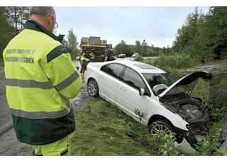 Философия Volvo – безопасность в реальных инцидентах, а не в стандартизированных лабораторных столкновениях. Поэтому команда Центра безопасности выезжает наместо ДТП с участием автомобилей Volvo и исследует повреждения. При необходимости реальные аварии повторно воспроизводят в лаборатории.