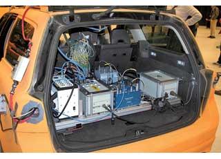 Краш-тест готовится в среднем пять дней. Машину иманекены «заряжают» датчиками, которые фиксируют около 200 параметров. Но прежде каждое столкновение много раз воспроизводится на компьютерных симуляторах.