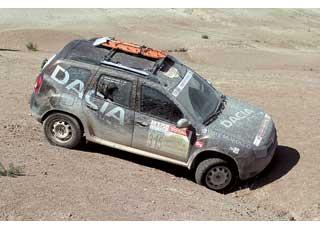Duster уже успел засветиться вженском ралли Rally Aicha des Gazelles, проходящем в Марокко, где его экипаж вышел на первое место вклассе кроссоверов.