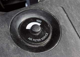 О необходимости замены воздушного фильтра информирует индикатор.