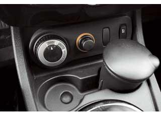 Селектор управления полным приводом– как у Nissan X-Trail, но в отличие от него сохраняет блокировку не до 50, а до 80 км/ч.