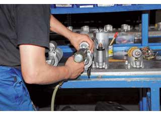 После ручной сборки стартер проверяется наспециальном стенде в разных режимах (около 200 параметров).