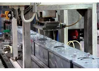 Более высокое напряжение заряда позволяет полнее заряжать свинцово-кальциевые АКБ.