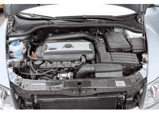 Чтобы использование бензина разного качества не отразилось на процессе обкатки высокотехнологичного мотора 1.8 TSI, первые 15 тыс. км лучше заливать брендовые бензины с моющими присадками, например Shell V-Power.