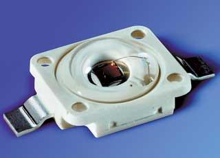 Новые светодиоды не только ярче светят, но и выделают меньше тепла, что дает возможность их устанавливать ближе друг к другу. Благодаря этому свойству упрощается компоновка фонарей.
