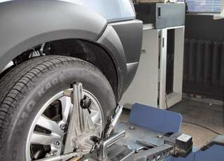 Отклонение в углах установки колес обнаружено лишь одно: продольного наклона оси поворота правого переднего колеса.