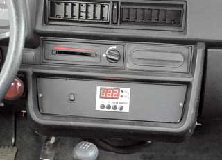 Кроме информативного щитка приборов, в версии «Люкс» центральная консоль имеет нишу под магнитолу.
