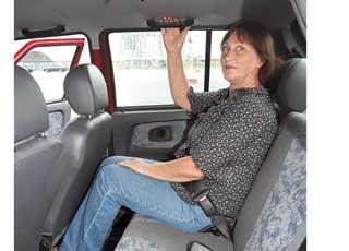 Галерка тесная. Дискомфорт ощутят даже пассажиры среднего роста – маловат  запас места для ног и над головой, а по ширине сидеть втроем будет неудобно.