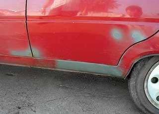 Ржавыми могут оказаться задние арки, низ порогов и дверей, крышка багажника.