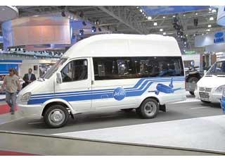 Модификация «Аэропорт-Люкс» – 8-местный микроавтобус набазе «ГАЗели-Бизнес», предназначенный для перевозки VIP-пассажиров от зала ожидания к самолету и обратно.