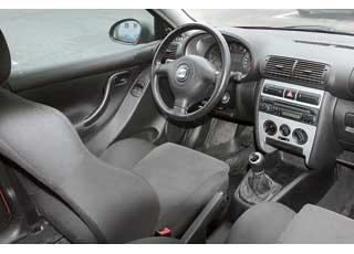 Во всех версиях «приперченный» темперамент подчеркивают сиденья с развитой боковой поддержкой, 3-спицевый руль, серебристые вставки на центральной консоли и щитке приборов.