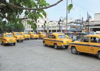 Индийских водителей такси в скором времени обяжут вывешивать в своих автомобилях досье с личными данными.