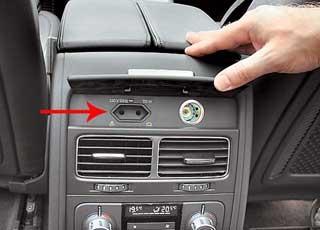 Для подключения внешних устройств есть даже 220-вольтная розетка под обычный штекер.