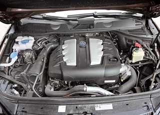 VW Touareg заложил хорошую базу силовых агрегатов в виде вот этого турбодизельного V6, развивающего 240 л. с. и 550Нм. Данный мотор с небольшими изменениями перекочевал с предшественника.