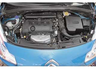 Мощный и гибкий 1,6-литровый силовой агрегат понравился уверенной тягой во всем диапазоне оборотов.