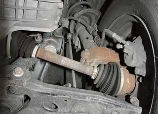 Слабые места передней подвески– амортизаторы и опорные подшипники стоек: онинедолговечны.
