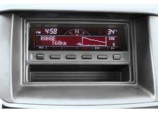 Экран борт-компьютера вновом Pajero Sport расположился на верхней части торпедо.
