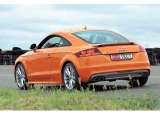 Антикрыло опускается лишь при падении скорости ниже 90 км/ч. До этого момента Audi ждет: а вдруг вы ненадолго замедлились и снова начнете разгон.