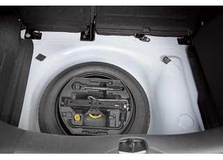 Как мы и предполагали,  («АЦ» №11'2010) под полом багажника «украинских» машин разместили запасное колесо.