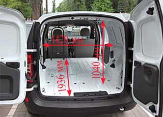 Распашные двери Logan Van можно зафиксировать на углы от45до 180 градусов. В кузове обеих машин есть шесть крюков для крепления груза.