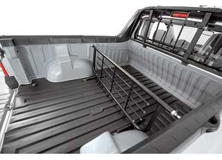 Кузов пикапа можно разделить снимающейся  перегородкой  (2874грн.), доступной и для наших покупателей. Набор  пластиковых вставок,  устанавливаемых по периметру кузова, – 4656 грн.