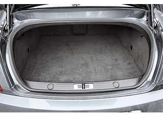 В отличие от многих суперкаров Bentley Continental Supersports достаточно практичен. Его багажник спокойно вместит вещи всех четырех пассажиров.