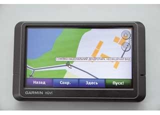 На карте НавЛюкс нанесены основные дорожки по парку, а также указаны центральный и боковые входы.