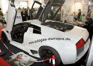 Экономичный и экологичный суперкар Lamborghini Murcielago на пропане. На стенде компании Autogas Europa Gmbh он демонстрирует уровень современного ГБО.