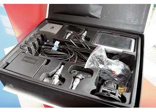 Фирма Steelmate объединила в одном гаджете навигатор, контроль давления в шинах, парктроник, камеру заднего вида и мультимедиа. Сертифицировано TU..V.