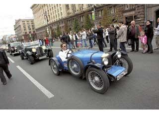 Автопробег Санкт-Петербург – Киев, посвященный 100-летию первого автомарафона на приз императора Николая II, финишировал в центре Киева.
