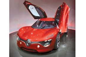 Заднеприводный концепт Renault DeZir со 110-киловаттным электромотором и литий-ионными АКБ имеет запас хода 160 км.