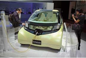 У Toyota знакомый электромобиль FT-EV II на литий-ионных АКБ имеетзапас хода на90 км.