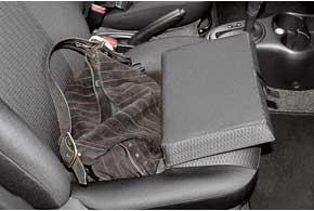 В подушке пассажирского переднего сиденья может быть глубокий карман. Дамская сумочка поместится  ипо салону летать небудет. Правда, ее легко отсюда украсть, так что блокируйте двери.