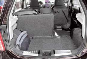 В походном состоянии объем багажника вырос на 15 литров. Его можно легко увеличить с 265 до 511 литров.