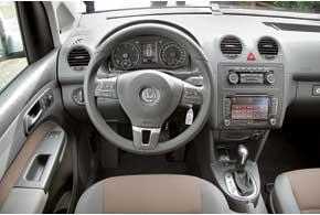 Материалы отделки салона Caddy стали гораздо приятнее и богаче. В списке дополнительного оборудования опции, которые неожидаешь увидеть вкоммерческом авто: управление аудиосистемой на руле, раздельный климат-контроль, датчики дождя исвета.