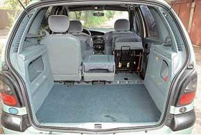 Благодаря многообразной схеме трансформации задних сидений  у Megane Scenic можно получить грузовой отсек различной конфигурации и объема. Максимальный размер (1800 л без задних кресел) впечатляет. Больше на50 кг игрузоподъемность.