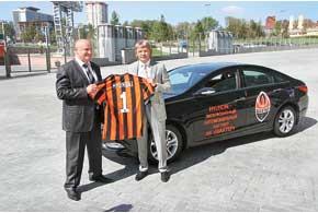 Виктор Оранский, генеральный директор «Хюндай Моторс Украина» (на фото – слева)