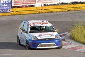 Игорь Скуз в«Туринг-лайте» выиграл в обеих гонках, чтоназывается, «водниворота».