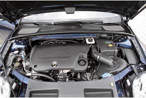 При пиковых нагрузках крутящий момент 2,2-литрового турбодизеля (200 л. с.) вырастает на 20 Нм. Двигатель радует пусть икороткими, но приятными ускорениями.