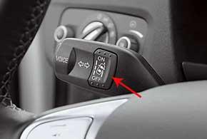 Систему слежения за соблюдением рядности можно отключить с подрулевого рычажка. Об этом вам постоянно будет напоминать символ на щитке приборов.