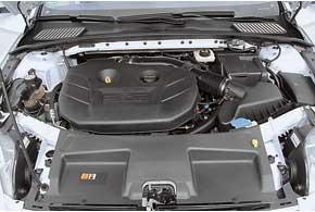 Новый 2,0-литровый 4-цилиндровый мотор мощнее (240 л. с.), но при этом экономичнее, чем прежний 2,5-литровый «пятицилиндровик» самой «заряженной» версии (220 л. с.).