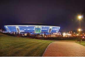Стадион «Донбасс Арена» ночью напоминает НЛО.
