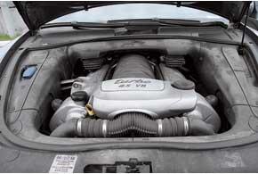 Большинство Cayenne оснащено бензиновыми двигателями. Дизельные появились под конец производства модели и встречаются редко.