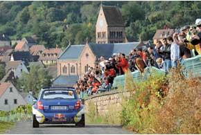 После победы воФранции Патрик Санделл на Skoda Fabia S2000 стал одним из трех претендентов на титул чемпиона в S-WRC.