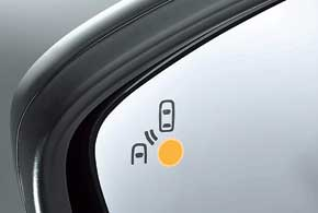 Система ультразвукового  контроля «слепых зон»  при помехе включает желтый светодиод в корпусе зеркала. Отдельная система следит за случайным  пересечением разметки.