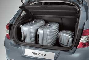 По сравнению с предыдущим поколением модели багажник вырос на40 л и составляет 380 л (у версии сполноразмерным запасным колесом).