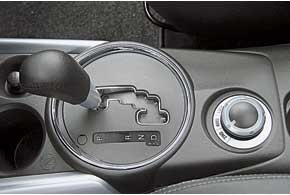 Вариатор обеспечивает комфортное плавное передвижение. В  ручном  режиме есть шесть фиксированных передач.