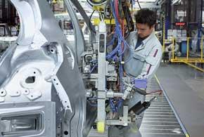 Из 12 тысяч человек только 7 тысяч работают на производстве, остальные 5 тысяч заняты исследованиями.